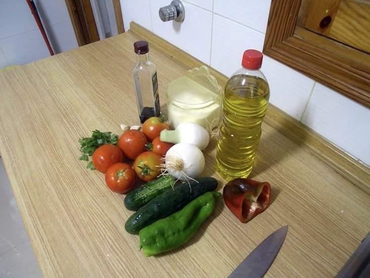 томаты огурцы хлеб зелень