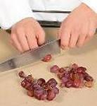 разрезать виноград для супа