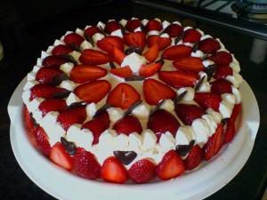 торт с клубникой из сметаны
