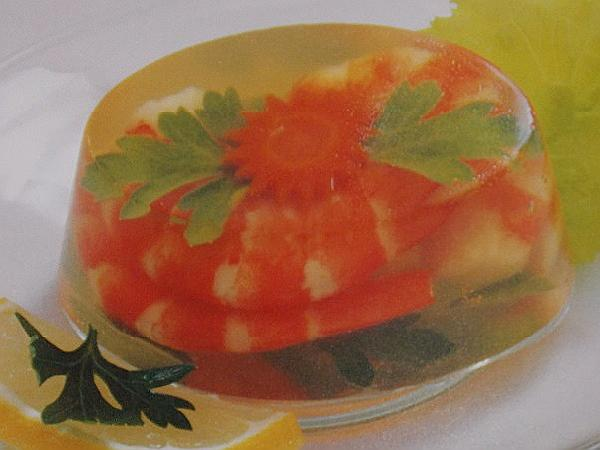 заливное с креветками в желе из вина с лимоном и оливками