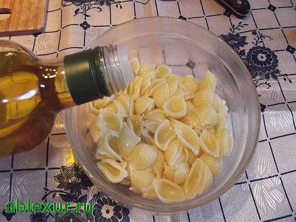 добавляю масло в макароны