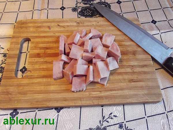 режу ветчину для салата