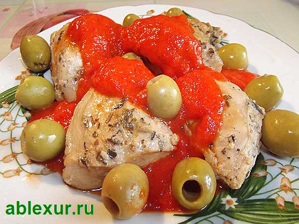 курица в белом вине с оливками