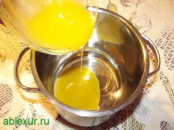 переливаю растертые яйца