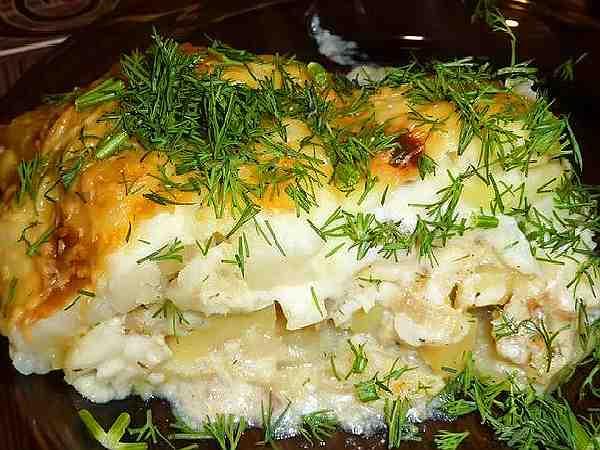 картофельная запеканка с рыбой и грибами