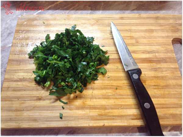 рублю зелень для рыбной запеканки
