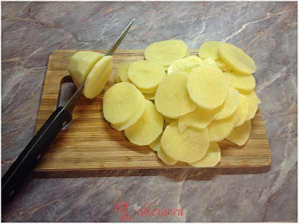 режу картофель для запеканки