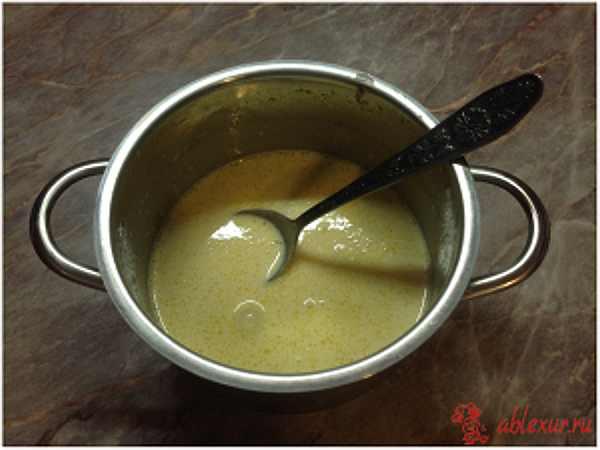 перемешиваю соус для запеканки с рыбой