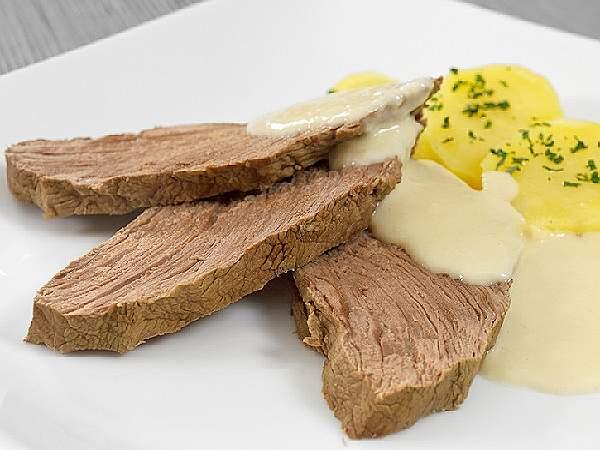 тафельшниц с соусом и картошкой