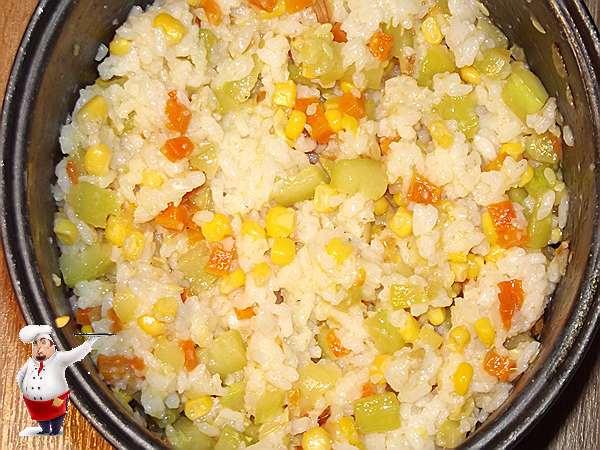 перемешиваю овощи с рисом