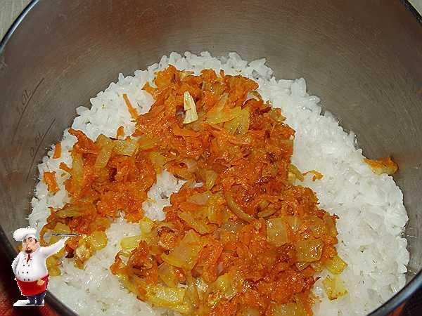 добавляю к рису овощи