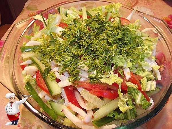 добавляю укроп в салат