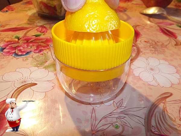 выдавливаю лимон