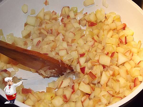 обжариваю яблоки