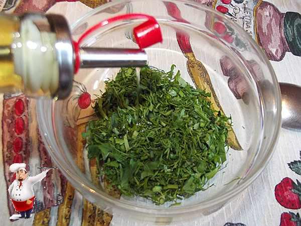 добавляю в зелень масло