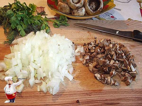 рублю лук и грибы для фаршировать шампиньоны
