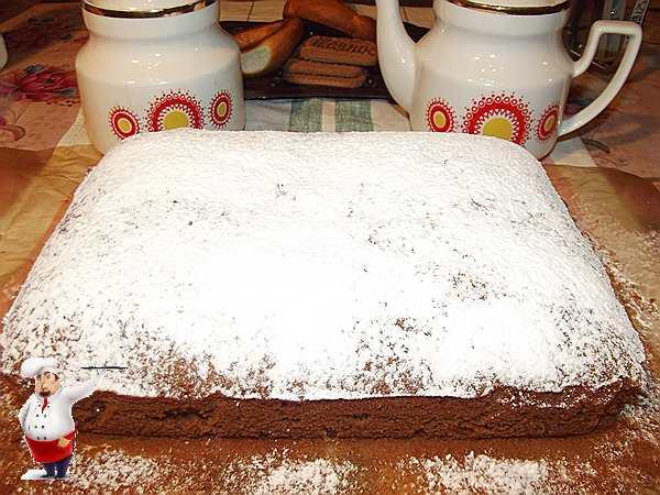 пирог с изюмом посыпанный сахарной пудрой