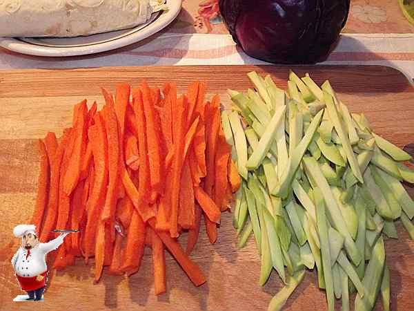 морковь и авокадо для рулетной начинки