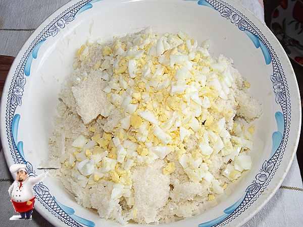 измельчаю и добавляю яйца