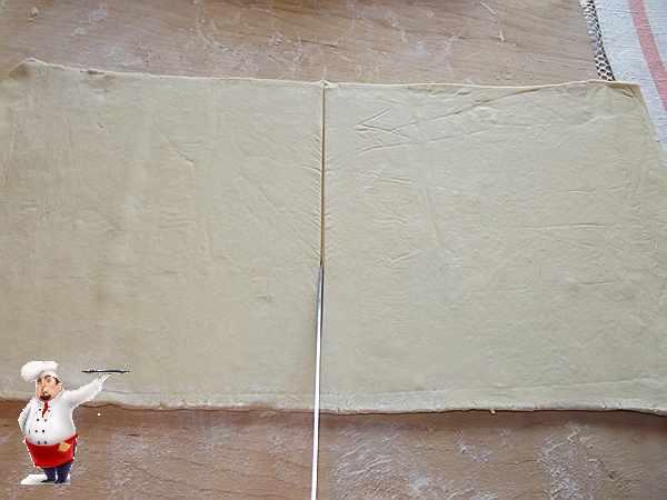 слоеное тесто разрезаю пополам