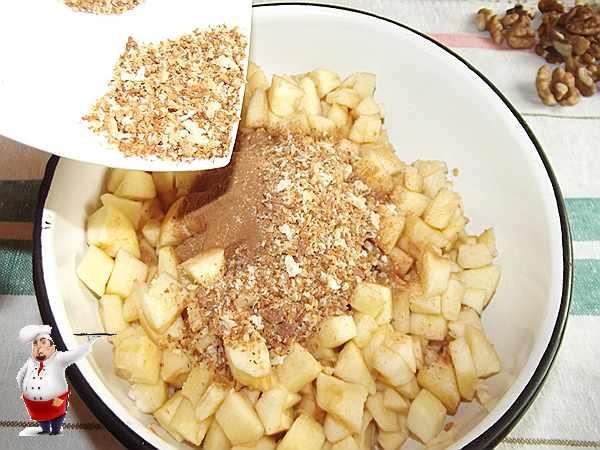 добавляю хлебные крошки в яблоки