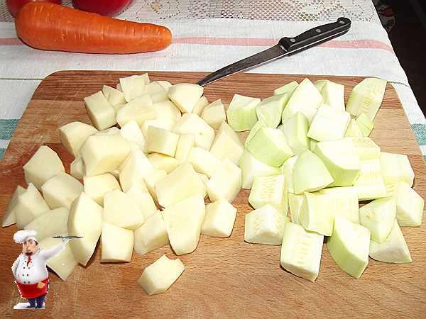 нарезанный картофель и кабачок для рагу