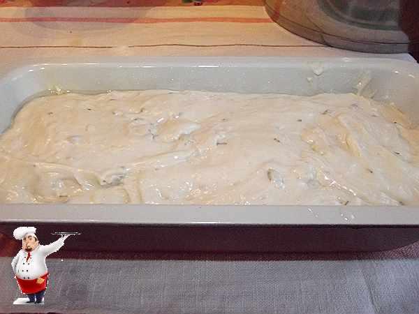 тесто для домашнего хлеба в форме для выпечки