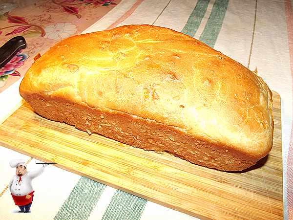 буханка домашнего хлеба испеченного в духовке