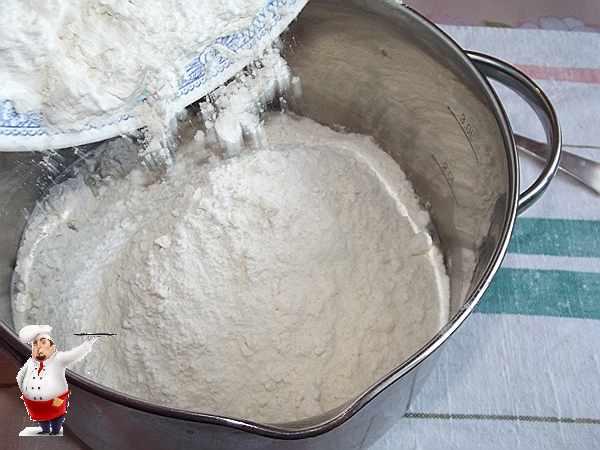добавить муку с солью
