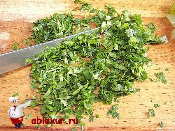мелко рубленная кинза для салата
