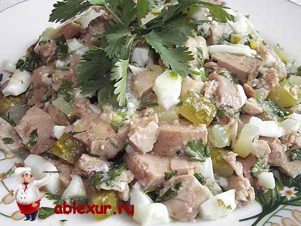 салат из печени трески с яйцом и огурцом