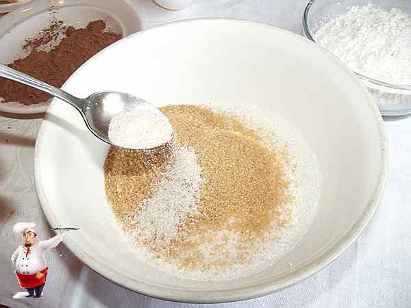 добавляю ванильный сахар к остальному сахару