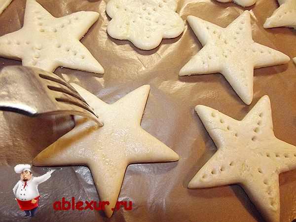 накалываю печенье вилкой