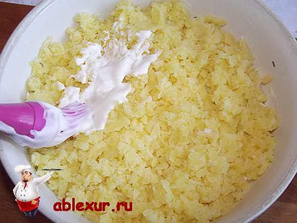 смазываю картофель майонезом