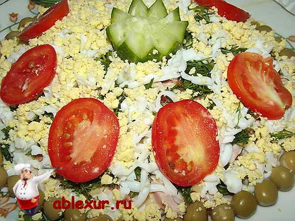 салат с ветчиной сыром и помидорами