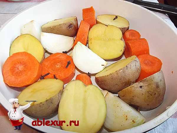 овощи в сковородке с гвоздикой