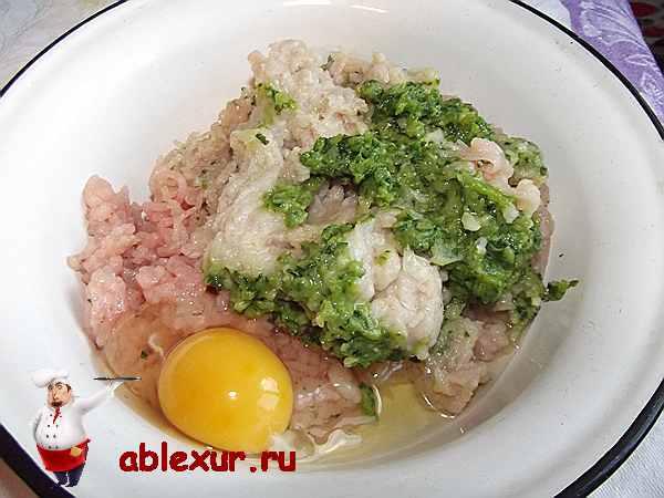 яйцо в курином фарше с петрушкой и луком