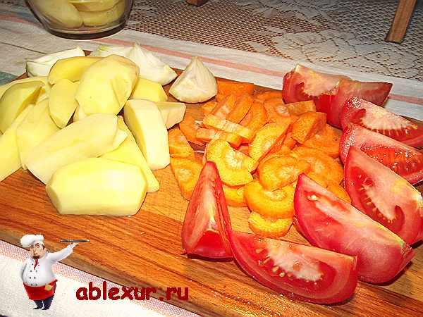 крупно нарезанные овощи для приготовления с печенью