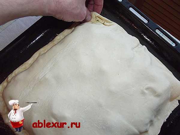 прищипываю края слоёного пирога
