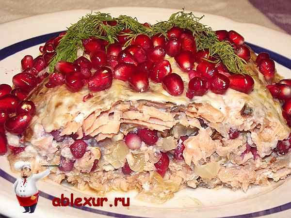 горбуша запеченная в духовке с гранатом и грецкими орехами