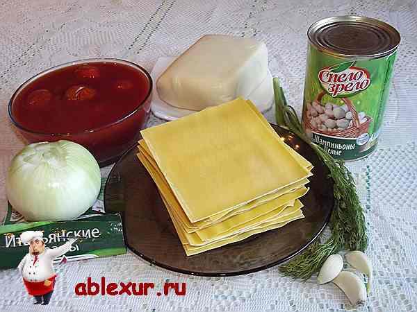 листы лазаньи, консервированные шампиньоны, томаты