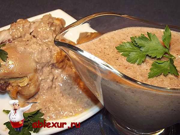 ореховый соус для курицы в соуснице