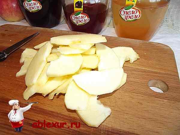 подготовленное для запеканки яблоко
