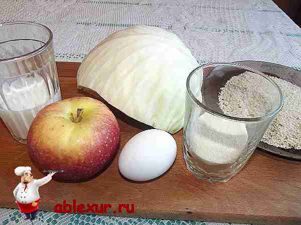 продукты на разделочной доске для приготовления капустных котлет