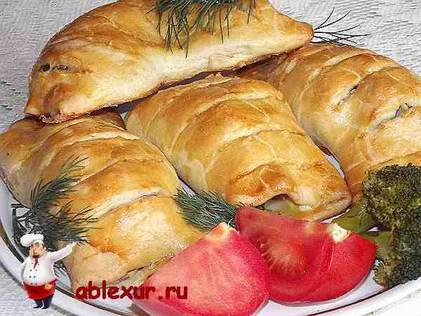 курица в тесте запеченная в духовке на тарелке с овощами