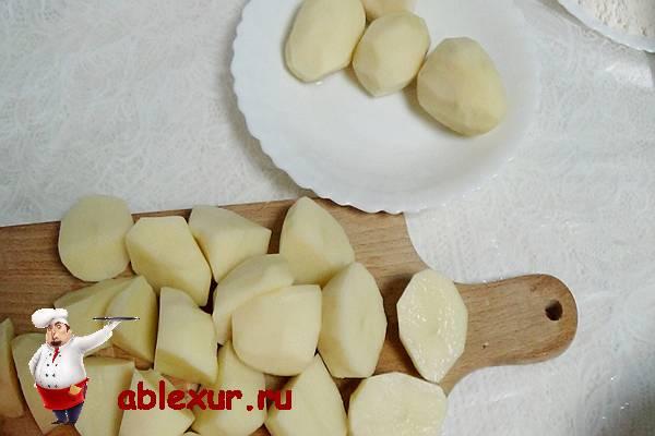 очищенный картофель для зраз