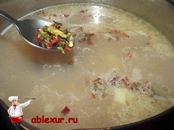 добавляю в почти готовый суп паприку