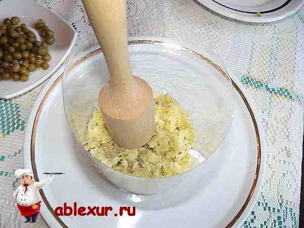картошка уложенная в форму для салата