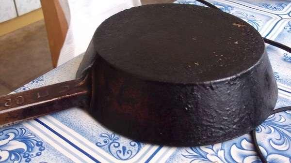 как очистить сковороду от нагара просто и эффективно