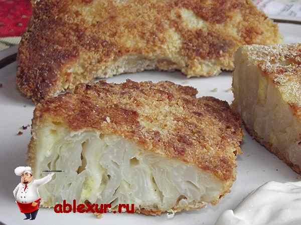 шницель из капусты с сыром политый сметаной